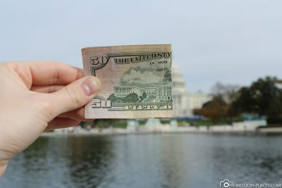 Half a 50 dollar banknote with the Capitol