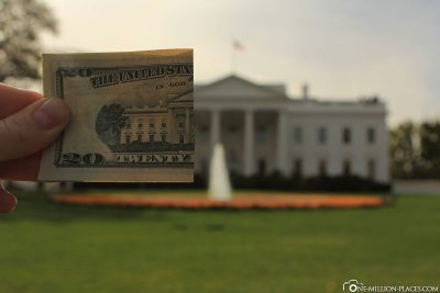 Half a 20 dollar banknote with the White House