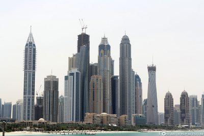 Die Skyline der Dubai Marina
