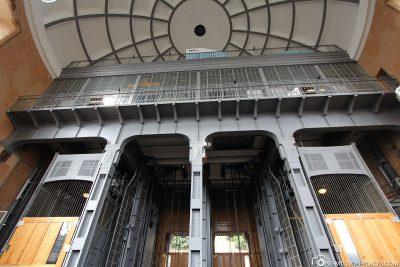 Der Eingang zum Elbtunnel an den Landungsbrücken