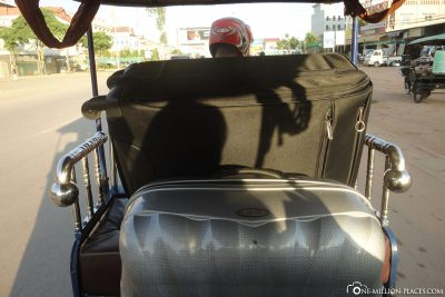 With the packed tuk tuk to the hotel
