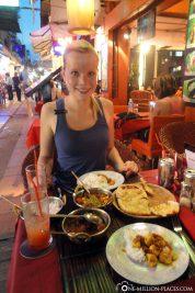Eating in Pub Street