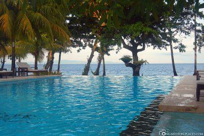 Der Pool mit dem Meer