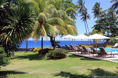 Gartenanlage, Pool und das Meer