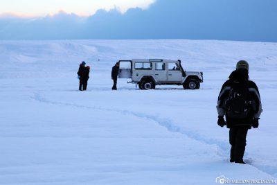 Zurück durch den Schnee zum Jeep