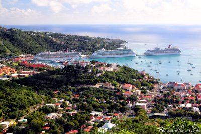 Blick auf den Hafen von Saint Thomas
