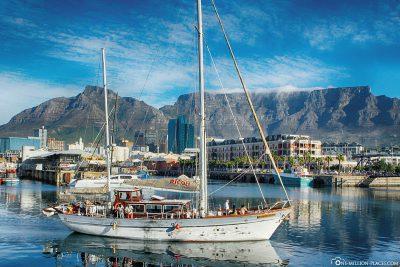 Blick von der Waterfront auf den Tafelberg