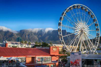 Ferris wheel with Table Mountain