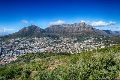 Der Tafelberg mit dem Stadtteil Oranjezicht
