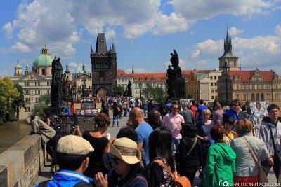 The really full Charles Bridge in Prague
