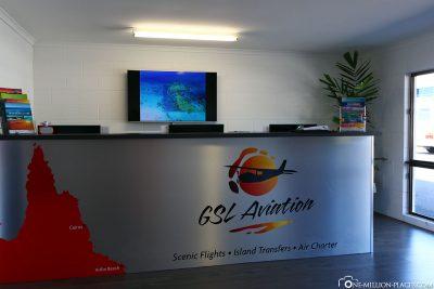 Der Check In am Flugplatz