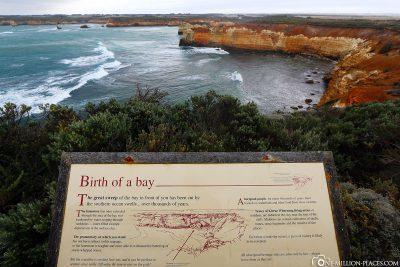 Infotafel mit der Entstehungsgeschichte der Bucht