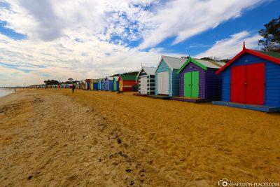 Die bunte Badehäuschen am Strand