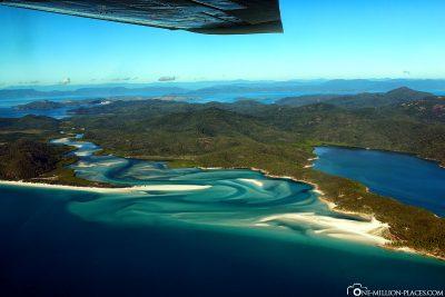 Flug über die Whitsunday Islands