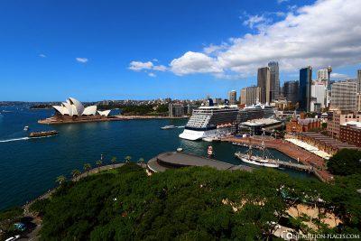 Blick von der Harbour Bridge auf den Hafen