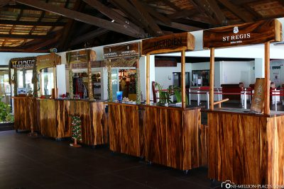 Die Stände der einzelnen Resorts am Flughafen