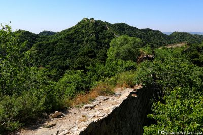 The part of the wall that has not been restored
