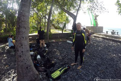 Laying on the diving equipment