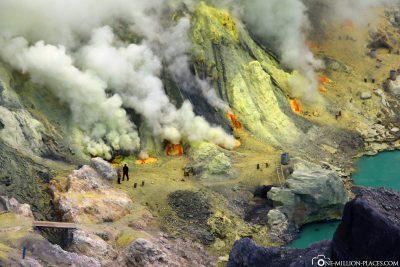 The steaming sulfur springs