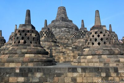 The perforated stupas