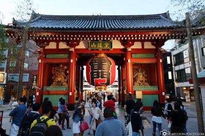 The Kaminari-mon entrance gate