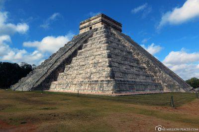 Die Stufenpyramide des Kukulcán in Chichen Itza