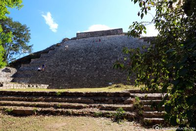 The ascent to the main pyramid