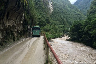 Die Straße am Rio Urubamba