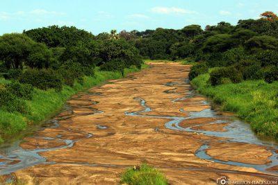 Das fast ausgetrocknete Flussbett