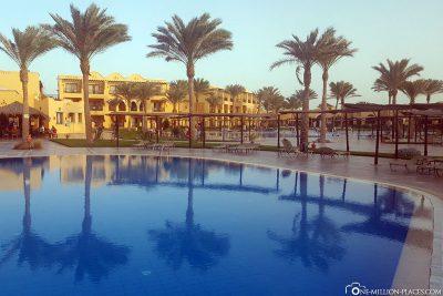 Entspannen am Hotelpool