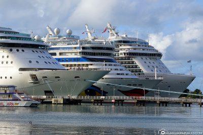 Cruise giants meet in Antigua