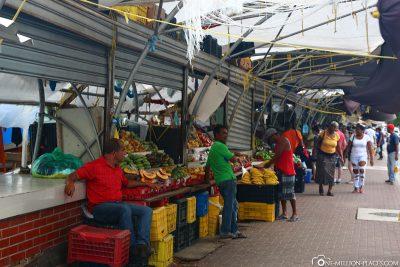 Die Händler am schwimmenden Markt