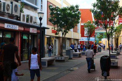 Die bunten Gassen des Stadtzentrums in Punda