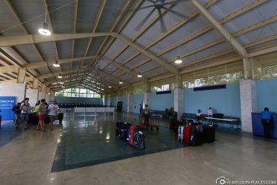 Die Check-In Halle mit den AIDA Countern