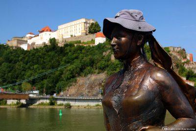 Statue des Schriftstellers Emerenz Meier