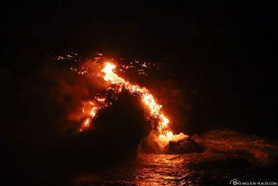 Die Lava erreicht das Meer