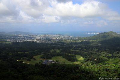 The panoramic view at Nuuanu Pali Lookout