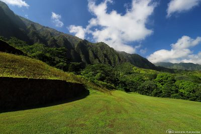 View of the green Waiahole mountains