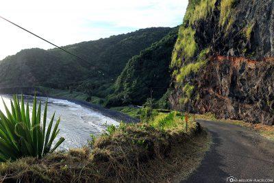 The Piilani Highway along the south coast of Maui