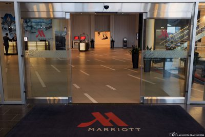The lobby of the Calgary Airport Marriott In-Terminal Hotel