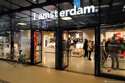 The I amsterdam shop at Central Station