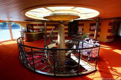 The atrium with the reception
