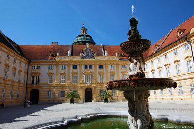 Brunnen im Prälatenhof