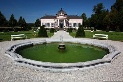Stiftspark mit Gartenpavillon