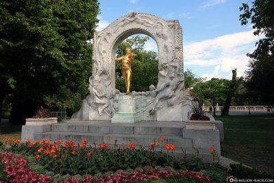 Gilded bronze stand by Johann Strauss