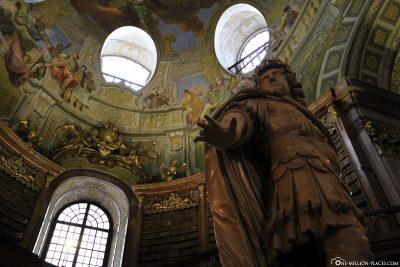 Die Kaiserstatue mit Kuppelfresko