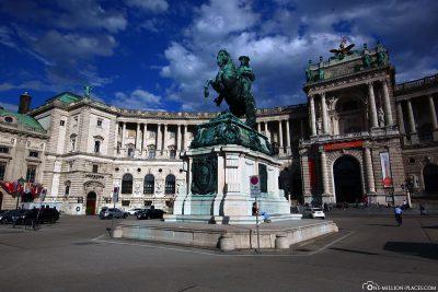 Die Hofburg mit der Reiterstatue Erzherzog Karls