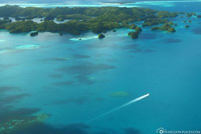 Die wunderschöne Fahrt entlang der Rock Islands