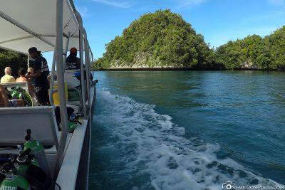 Fahrt entlang der Kalksteininseln