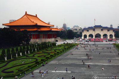 Blick auf das Haupttor zum Chiang-Kai-shek Park